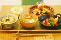 玄米カフェ 実身美 那覇店の写真3