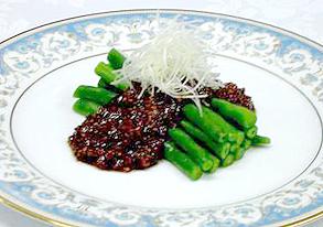 フーロー豆の肉味噌あんかけの写真