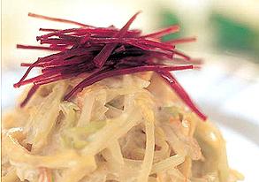 青パパイヤのマヨネーズサラダ(紅芋添え)の写真